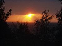 父島国土地理院から、2003年1月1日の夕日
